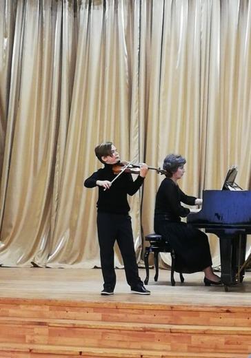 Детская музыкальная школа г. Дубны. Концерт учащихся logo