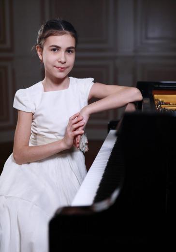 Александра Довгань, фортепиано logo