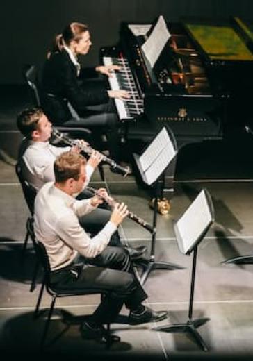 Simple Music Ensemble. От Баха до Эйнаудии logo