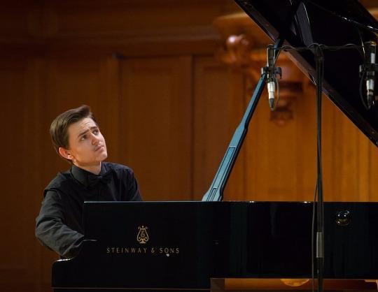Павел Мнацаканов (фортепиано)