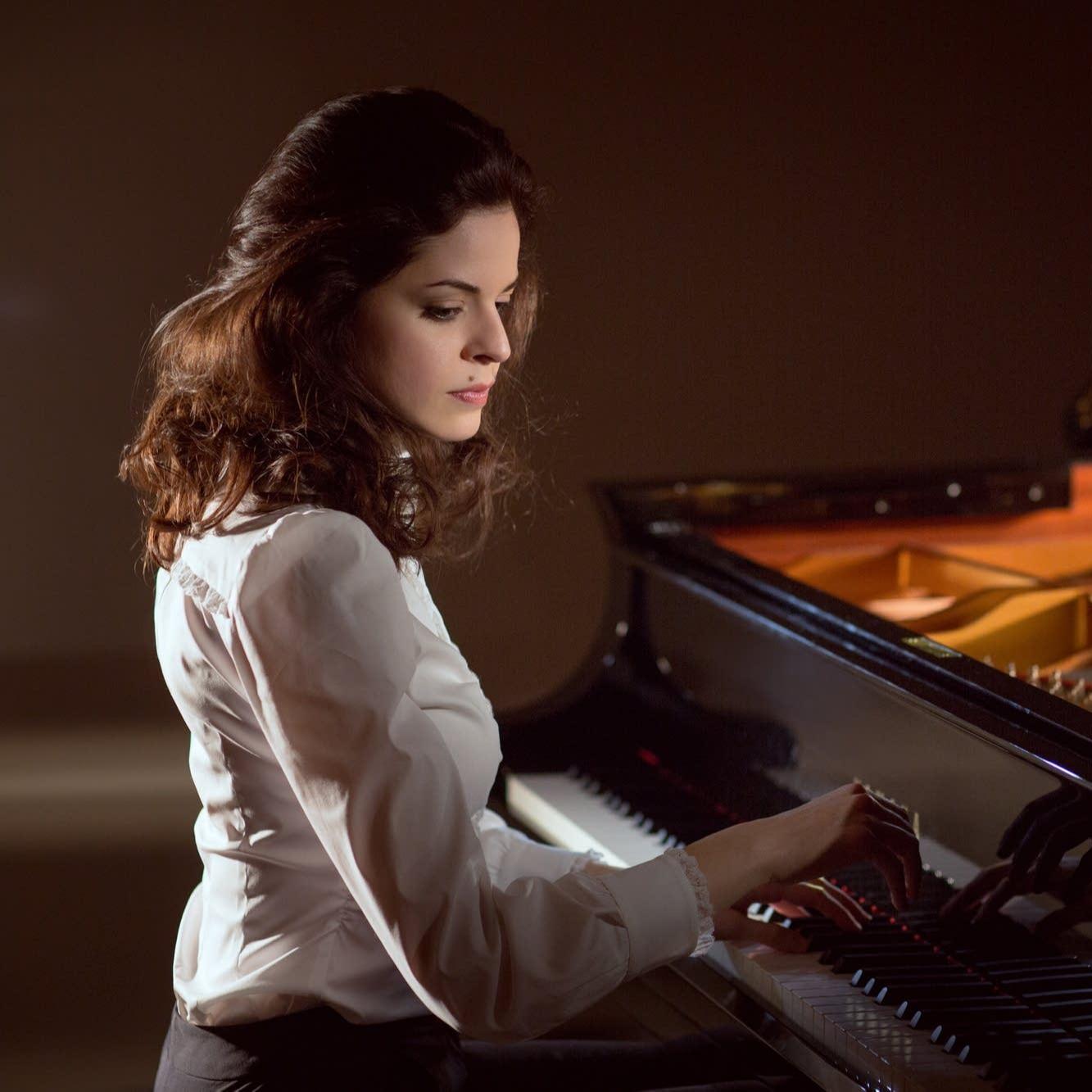 В Малом зале «Зарядье» состоялся концерт оперной певицы Полины Шамаевой