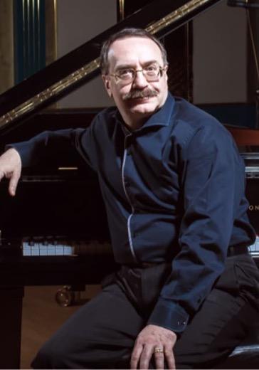 Даниил Крамер, фортепиано logo