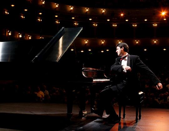 Никита Мндоянц (фортепиано)