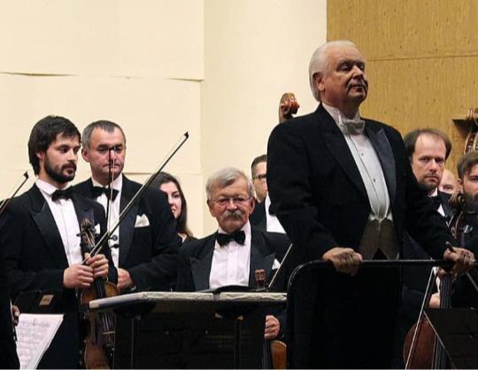Избранные увертюры и симфонические фрагменты из русских опер