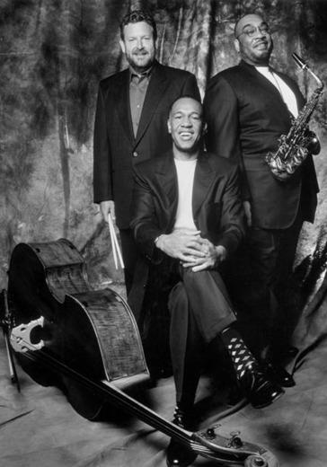 Clayton-Hamilton Jazz Orchestra и Рене Мари logo