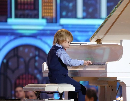 Елисей Мысин, фортепиано