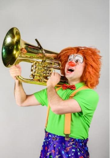 Клоун-дирижер и симфонический оркестр logo