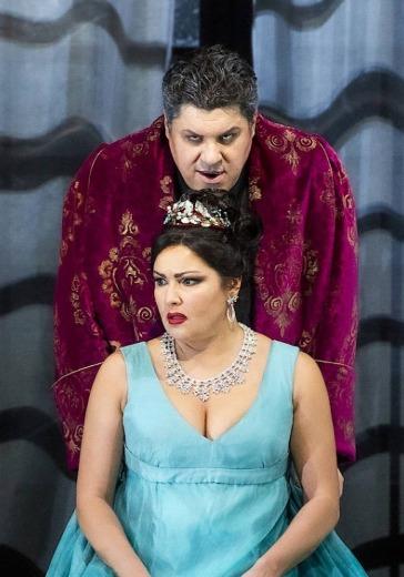 Анна Нетребко в опере Дж. Пуччини «Тоска» logo